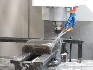 Mostrar el proceso de fresado en tubo de hierro